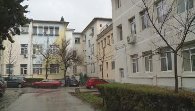 Медици от болницата в Сандански заплашват с масово напускане, ако директорът бъде уволнен