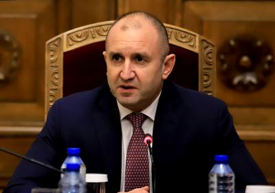 Президентът Радев се срещна с парламентарно представените партии