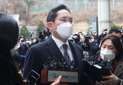 """За корупция: Осъдиха шефа на """"Самсунг"""" на две години и половина затвор"""
