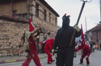 Посланикът ни в Скопие: Издирва се лицето, подпалило българското знаме във Вевчани