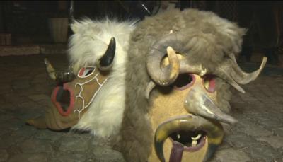 Кукери в Батановци гонят злото в пандемия и при наводнения