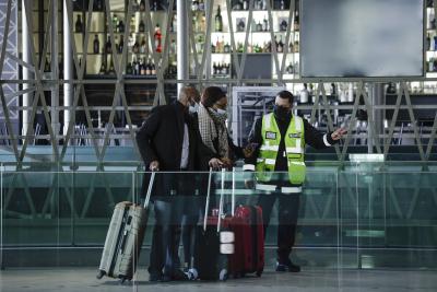 Във Франция препоръчват да не се говори в обществения транспорт, за да се ограничи разпространението на коронавируса