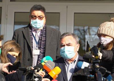 И доц. Ангел Кунчев се ваксинира срещу COVID-19