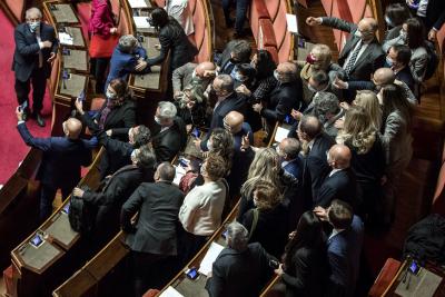 Италианското правителство оцеля при вот на доверие в Сената
