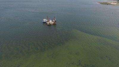 До два дни отстраняват аварията на тръбопровода във Варненското езеро