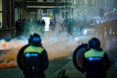 Над 70 задържани при нов протест срещу ковид мерките в Нидерландия