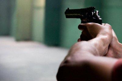 Дрогиран мъж заплаши с пистолет младежи след спор за отнето предимство