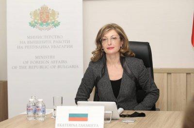 Захариева: Осъждаме арестите на мирни демонстранти, подкрепящи Навални в Русия