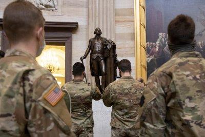 Членове на Националната гвардия на културен тур из Капитолия (Снимки)