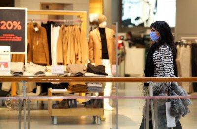 Моловете отварят от утре - какви мерки трябва да спазваме в магазините