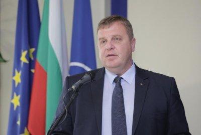 Каракачанов с остра критика към политиците в Скопие