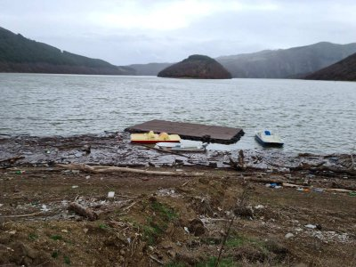 """Плаващо сметище по бреговете на язовир """"Кърджали"""""""