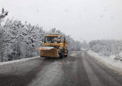 Зимна обстановка в цялата страна - има ли затворени пътища и проходи