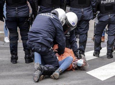 Арести по време на незаконен протест срещу мерките в Брюксел