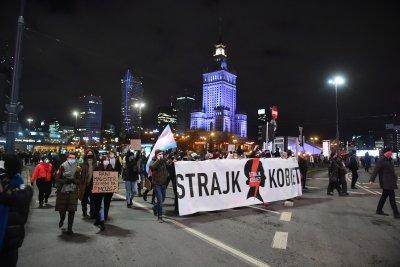 Масови протести в Полша заради забраната за аборти