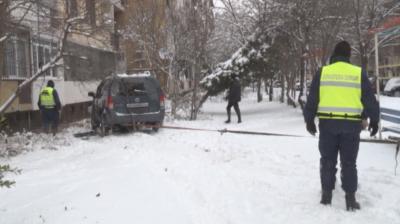 Джип се вряза в тераса на блок в София