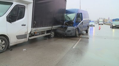 Тежка катастрофа с автомобил на куриерска фирма в Русе
