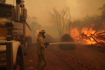 Пожар изпепели над 30 сгради в Австралия