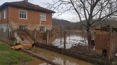 Бургаските села Димчево и Кости са под вода след обилните дъждове