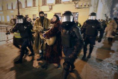 След присъдата на Навални: Над 1400 арестувани протестиращи