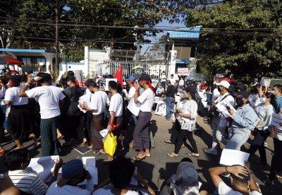 Протестите срещу военния преврат в Мианмар продължават
