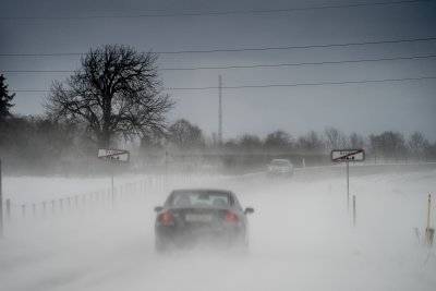 Студ и сняг сковаха Европа, трафикът е блокиран