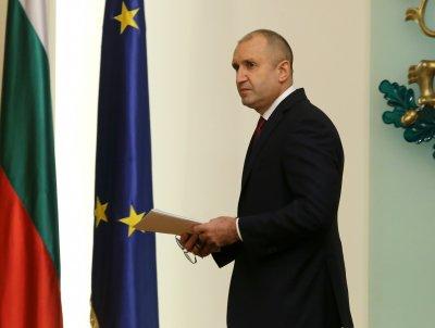 Президентът Радев коментира скандала с колите на МВР и случая със сина му