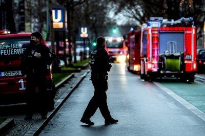 Мъж взриви бомба в двора на жилищна сграда в Берлин