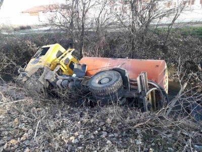 Цистерна с вода се обърна на изхода на Пазарджик към Пловдив