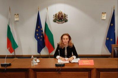 """Марияна Николова участва във видеоконферентна среща на върха """"17+1"""""""