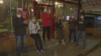 Барове в Анкара отвориха в знак на протест срещу мерките