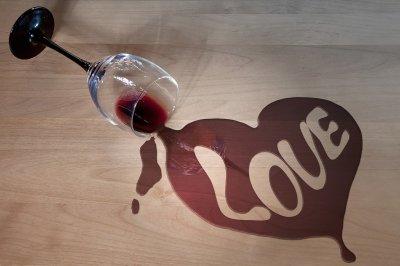 Денят на влюбените като празник на любовта и виното
