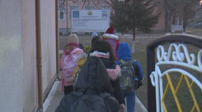 При какви мерки се връщат в клас учениците от малките населени места