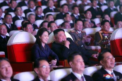 Тайнствената г-жа Ким: Съпругата на севернокорейския лидер се появи след дълго отсъствие