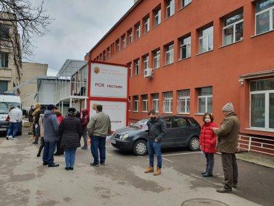 """В двора на УМБАЛ """"Св. Иван Рилски"""" откриха първия денонощен кабинет за ваксинации"""