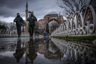 Турция премахва постепенно вечерния час