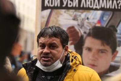 Роднини на починалото от токов удар момче протестираха пред Народното събрание