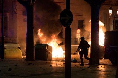 Десетки ранени при протести в подкрепа на рапър в Барселона
