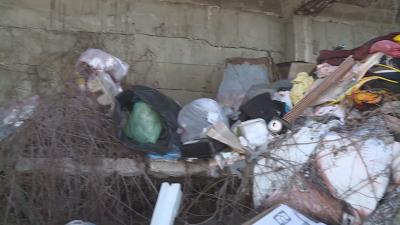 Отпадъци са се натрупали край свлачище до Варна