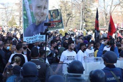 Седем ранени полицаи, осем задържани на протест в Скопие