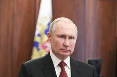 """Путин: Западът иска да """"окове"""" Русия"""