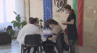 В Пловдив се имунизираха членове на секционни избирателни комисии