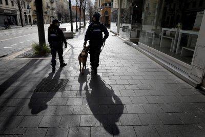 COVID в Европа: Вечерен час във Франция, строги мерки в Чехия, протести в Дъблин