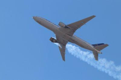 """Защо """"Боинг 777"""" се разпадна по време на полет?"""