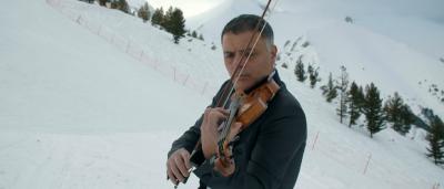 Васко Василев с майсторско изпълнение - свири Вивалди на ски (ВИДЕО)