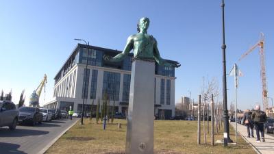 Скулптура на човековълк смущава бургазлии