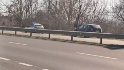 Бус блъсна трима работници на Пътната агенция, един е загинал