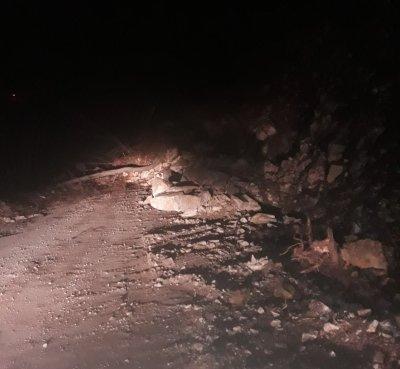 Свлачище блокира пътя Югово - Лъки