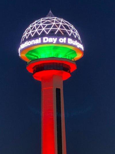 Кулата Атакуле в Анкара светна в цветовете на националния ни трибагреник