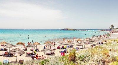 Кипър отваря врати за ваксинирани британски туристи
